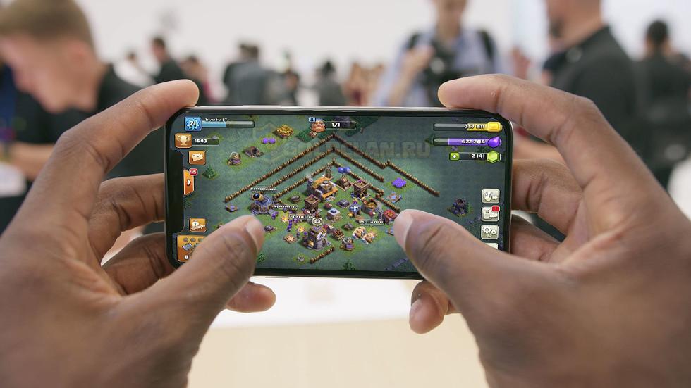 Clash of Clans адаптированный под iPhone X